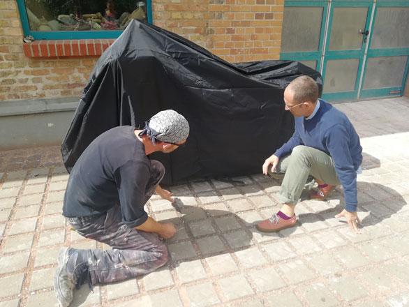 Bronzeguss Arbeitsschritte - Jonathan Monk und Rico Rensmeyer planen